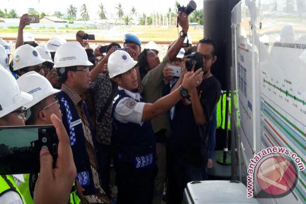 Menhub : Jalur Ka  Bandartinggi - Kualatanjung Beroperasi 2018
