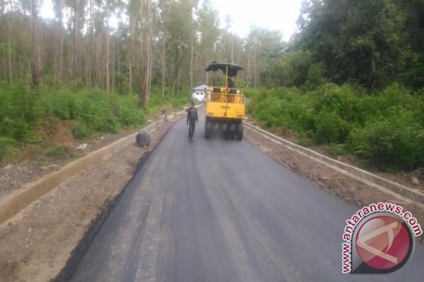 Bupati Samosir Imbau Perbaikan Jalan Rusak Didahulukan