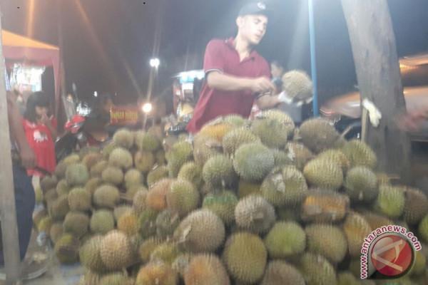 Durian Dairi Banjiri Medan