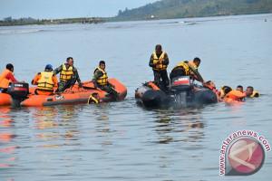 Pencarian penumpang kapal tenggelam dihentikan sementara