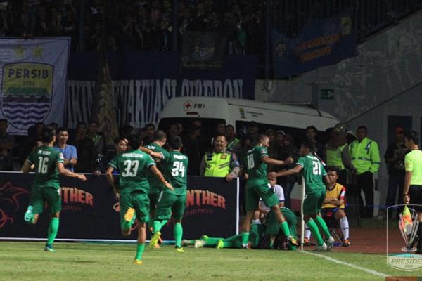 PSMS tumbangkan Persib 2-0