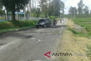 Jalan rusak objek wisata