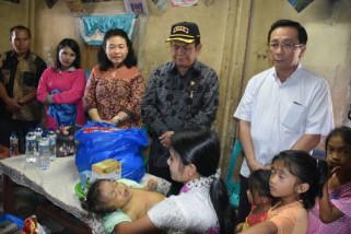 Bupati Nias bantu bayi penderita kelainan hati