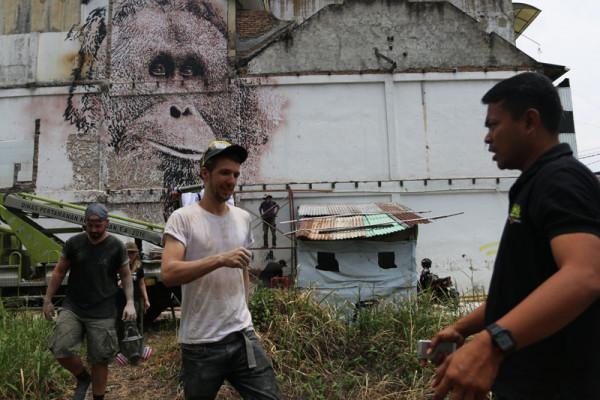 Mural kampanye penyelamatan orangutan