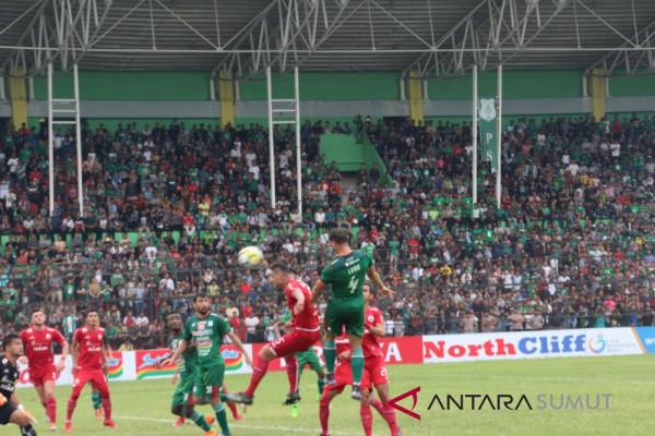 PSMS unggul 2-1 atas Persija di babak pertama
