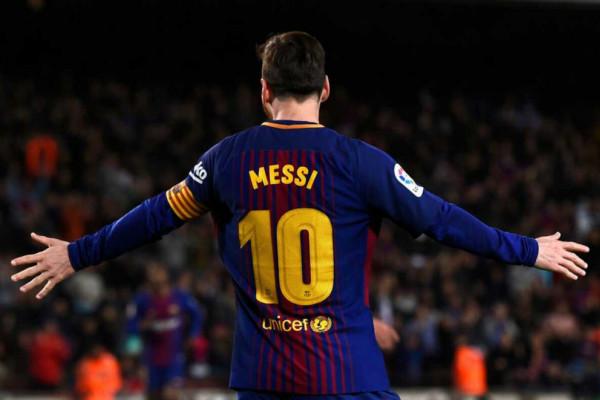 Messi absen tiga pekan akibat retak lengan.