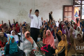 Ibu - ibu pengajian apresiasi tawaran Isnandar perkuat Budaya-Agama