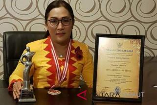 Ketua PKK Gunungsitoli terima Kartini Awards