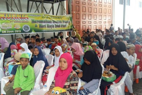 Kurnia santuni ratusan anak yatim