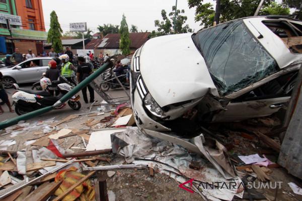 Empat tewas ditabrak Pajero