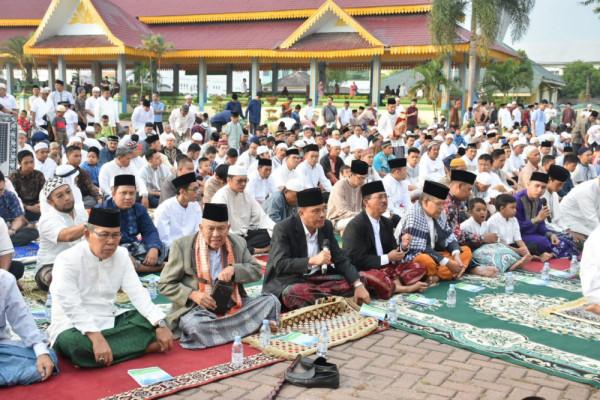 Walikota sholat Idul Fitri di Lapangan Merdeka