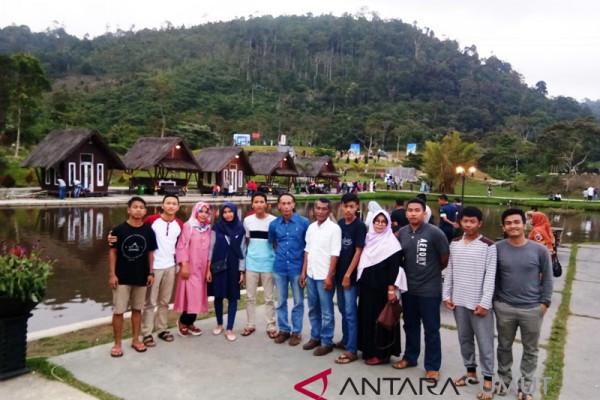 Aek Sabaon Tapsel sedot ribuan wisatawan lokal