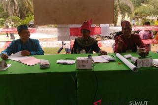 Petugas KPPS kompak kenakan pakaian adat Nusantara
