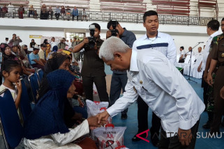 Pemkab Asahan bagi beras kepada 1.000 kaum dhuafa
