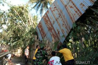 Angin kencang rusak 19 rumah di Simalungun