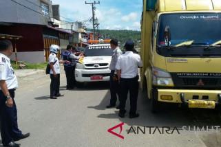 Dishub gunungsitoli tilang 400 kendaraan langgar perda
