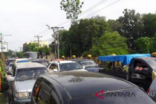 Jalan Lintas Sumatera Langkat-Aceh padat merayap