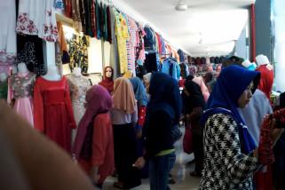 Pasar kain  mulai dipadati pengunjung