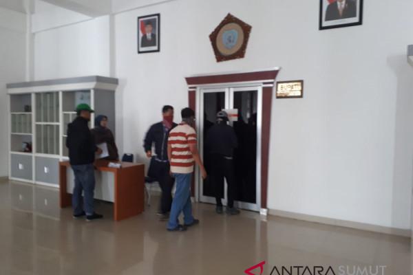 KPK geledah dan segel kantor Bupati Labuhanbatu