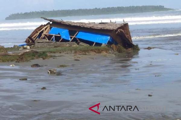 Ombak tinggi, nelayan Nias Barat diimbau tidak melaut