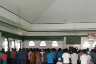Ratusan warga Labusel Salat Gaib dan Kebaktian untuk korban KM SInar Bangun