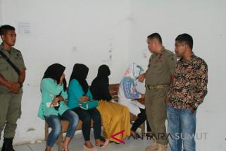 Lima pasang muda-mudi terjaring Satpol PP