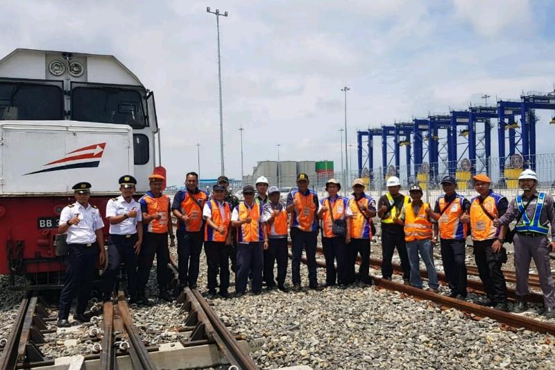 Lintas KA Kuala Tanjung Sumut diuji coba