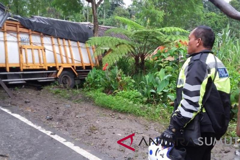 Dua tewas tabrakan tronton di Sibolangit
