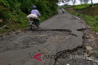 Jalan wisata Danau Toba perlu perbaikan