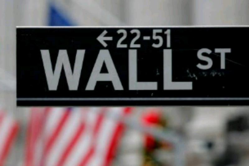 Wall Street turun tajam akibat data ekonomi lemah