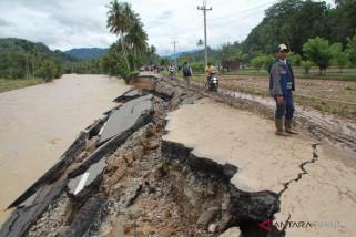 Jalan nasional lintas tengah Sumatera putus total