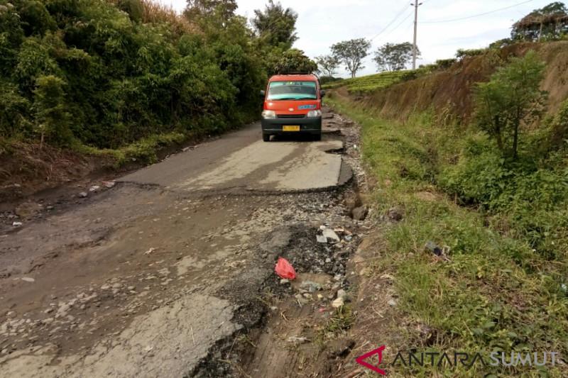 Jalan rusak wisata Sidamanik tersisa 1,5 Km