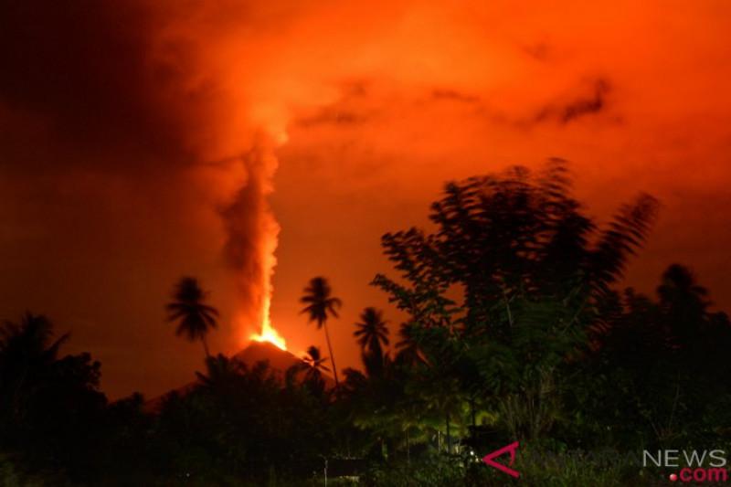 Gunung Soputan Sulawesi Utara erupsi setinggi 7.500 meter