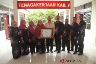 Dinas Ketenagakerjaan Asahan terima sertifikat ISO