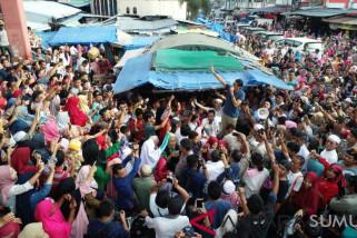 Kepada emak-emak Pasar Sangkumpal Bonang  Sandiaga Uno janji turunkan harga