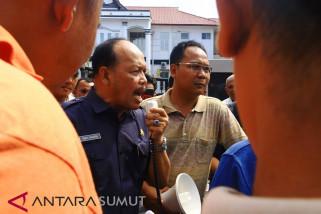 Massa desak pencopotan Kajari Sibolga