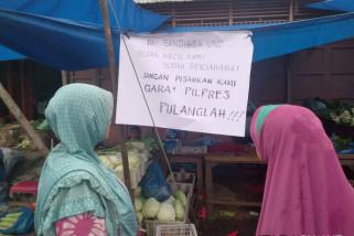 Sandi Tersenyum Lebar, Ada Poster Ini di Pasar Pagi Kota Pinang