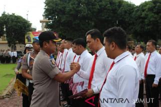 Kapolres Asahan berikan penghargaan 36 personil berprestasi