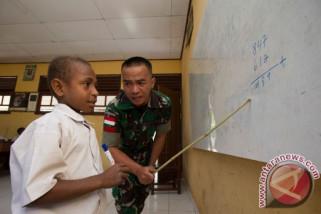 Prajurit TNI bantu mengajar di perbatasan RI-PNG